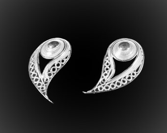 Stud Earrings Peacock feather in silver embroidery