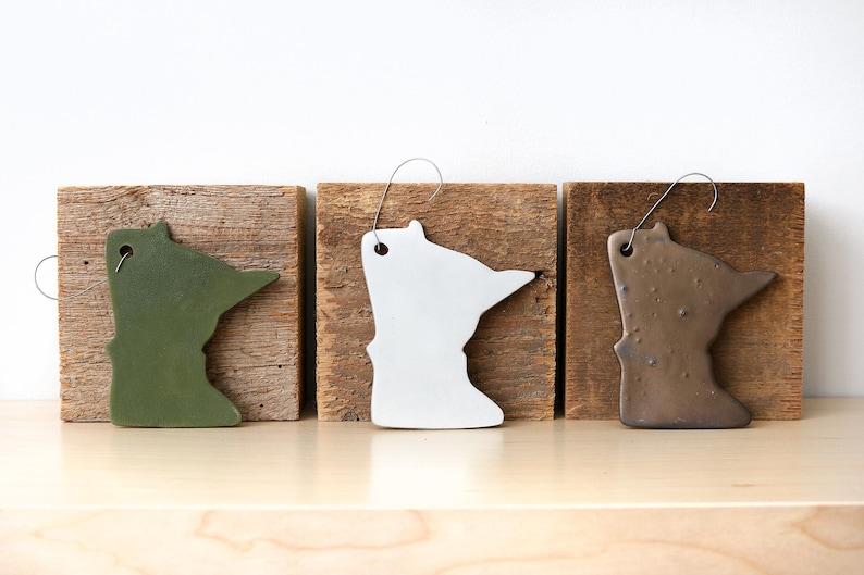 Minnesota Christmas Ornaments Green White Bronze Ceramic Simple Silhouette Decor
