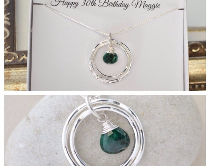May birthstone necklace, 30th birthday gift for daughter, Emerald birthstone necklace, 3rd Anniversary gift, 3 Rings necklace,3 Sisters gift