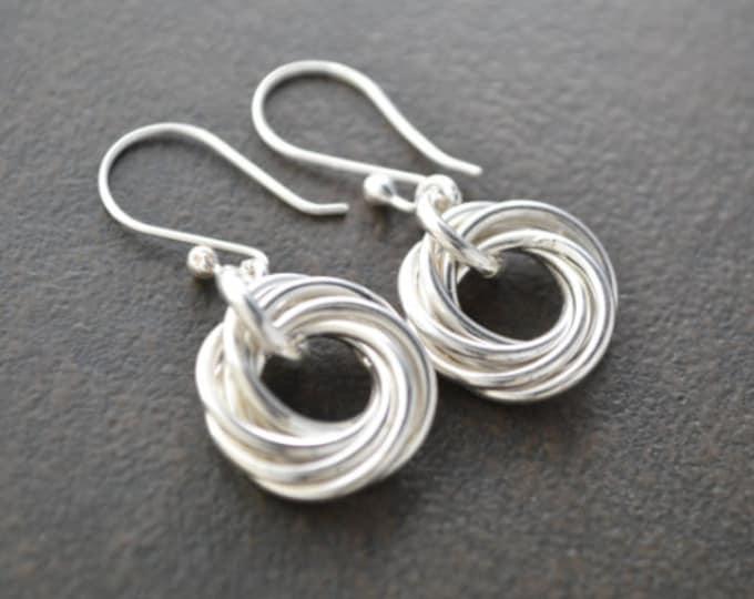 50th Birthday gift for mom, 5 Rings earrings, 5th Anniversary gift for women, 5 Interlocking rings, Circle earrings, Small earrings