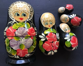 Vintage Set of 5 Stacking Nesting Dolls