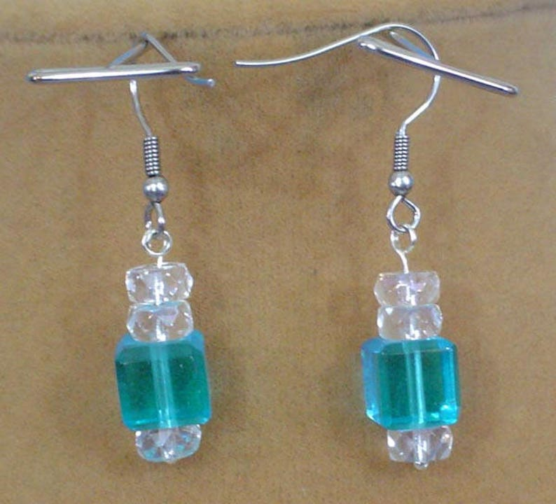 Amazing 18 Aqua and Clear glass Necklace and Earrings Set S-100