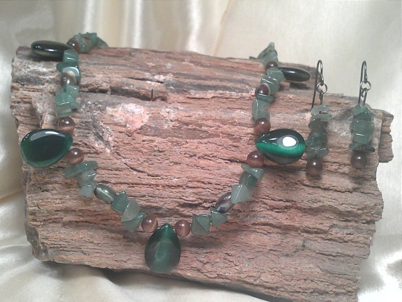Natural Jade Chip Necklace and Earrings with Toggle Clasp