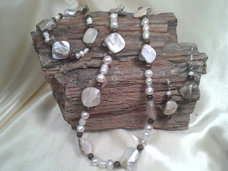 3 Piece Jewelry Set Necklace Bracelet and Earrings Neutral Colored Shell Beads Fresh Water Pearls and Bown Cats Eye Spacers