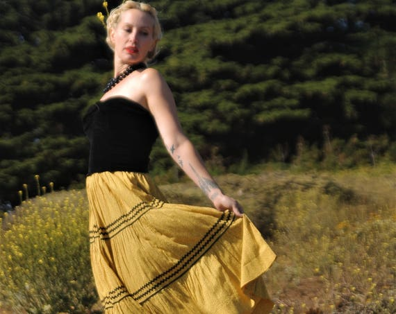 1950s tiered floral feedsack material skirt with black ric rac.  SZ SM