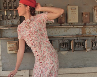 1940s rayon novelty print dress with tie collar Size SM to Med