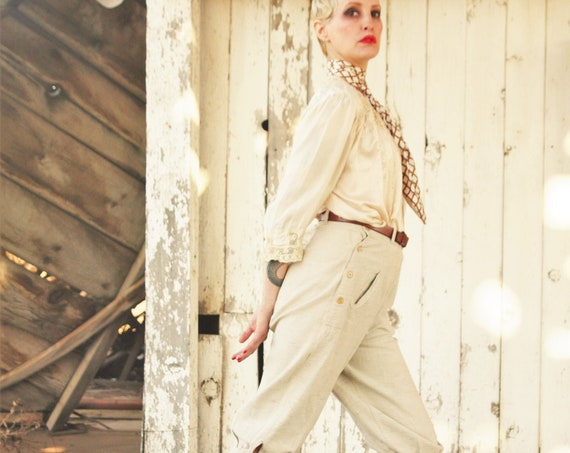 1920s linen, plus fours, knickers, celluloid buttons, cream w/ grey flecks Size SM