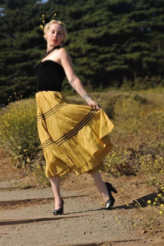 1950s tiered floral feedsack material skirt with b