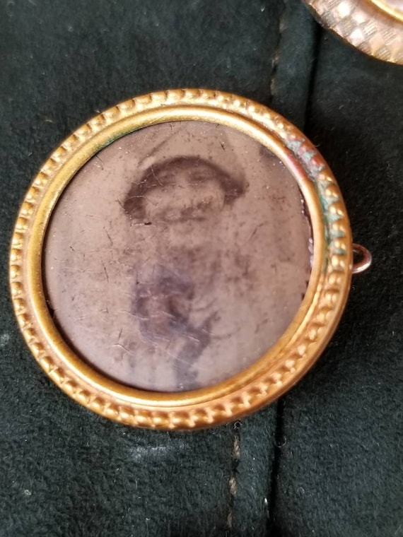 Early 1920's  sweetheart mourning pin brooch with flapper girl's photograph.