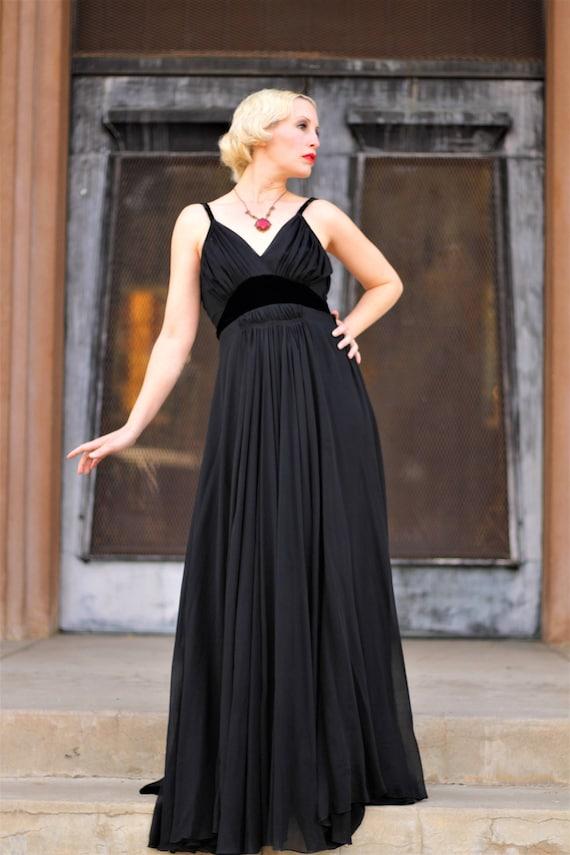 1930s black silk chiffon & velvet empire waist go… - image 2