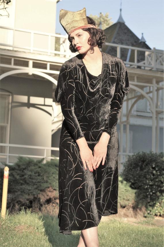 1930s black velvet burnout gown bias cut with gus… - image 10