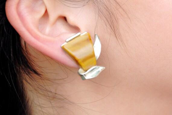 "Darker swirled butterscotch Art Deco earrings with silvertone leaf frame, clip ons, 1 1/8 x 3/4"""