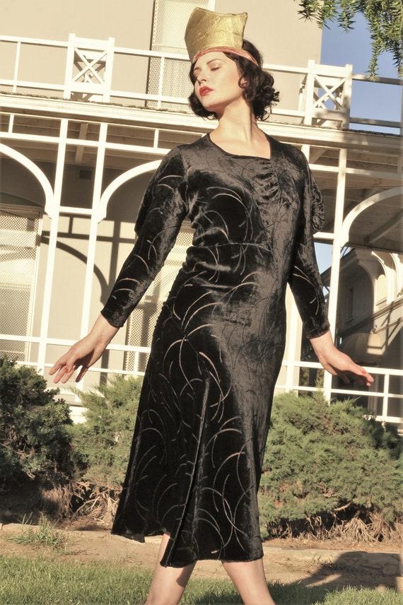 1930s black velvet burnout gown bias cut with gus… - image 2