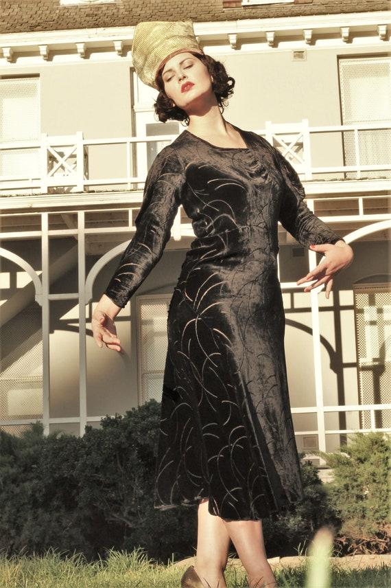 1930s black velvet burnout gown bias cut with gus… - image 4