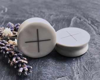 "The Cross of Elements Plugs 2g / 6.5mm, 0g / 8mm, 00g / 10mm, 1/2"" / 12.5mm, 9/16"" / 14mm, 5/8"" / 16mm, 3/4"" / 19mm, 7/8"" / 22mm, 1"" / 25mm."
