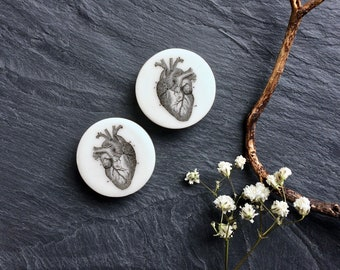 "Anatomical Heart Plugs. 2g / 6.5mm, 0g / 8mm, 00g / 10mm, 1/2"" / 12.5mm, 9/16"" / 14mm, 5/8"" /16mm, 3/4"" /19mm, 7/8""/ 22mm, 1""/ 25mm"