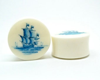 "Delft Ship Plugs / Gauges. 2g / 6.5mm, 0g / 8mm, 00g / 10mm, 1/2"" / 12.5mm, 9/16"" / 14mm, 5/8"" / 16mm, 3/4"" / 19mm, 7/8"" / 22mm, 1"" / 25mm"