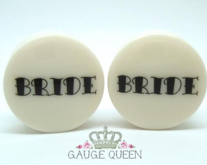 "Bride & Groom Plugs / Gauges. 2g / 6.5mm, 0g / 8mm, 00g / 10mm, 1/2"" / 12.5mm, 9/16"" / 14mm, 5/8"" / 16mm, 3/4"" / 19mm, 7/8"" / 22mm, 1"" /25mm"