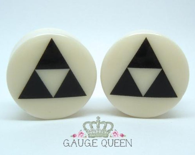 "Triforce Plugs / Gauges. 2g / 6.5mm, 0g / 8mm, 00g / 10mm, 1/2"" / 12.5mm, 9/16"" / 14mm, 5/8"" / 16mm, 3/4"" / 19mm, 7/8"" / 22mm, 1"" / 25mm"