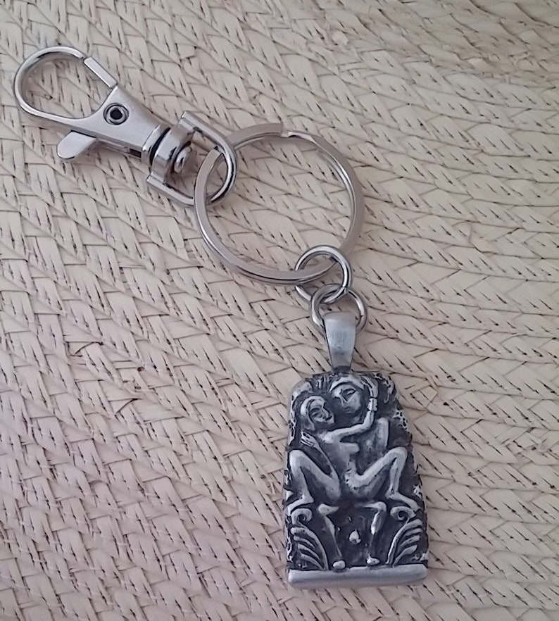 Two Lovers  Key Ring and comes with a Free 2 x 3 Velveteen bag