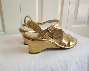 79eb6526785d82 Stunning Vintage 1940s 40s 1950s 50s Gold Lame Metallic Leather Wedges  Sandals -Bad Girl-Vixen-Bombshell-Pinup-Rockabilly-VLV