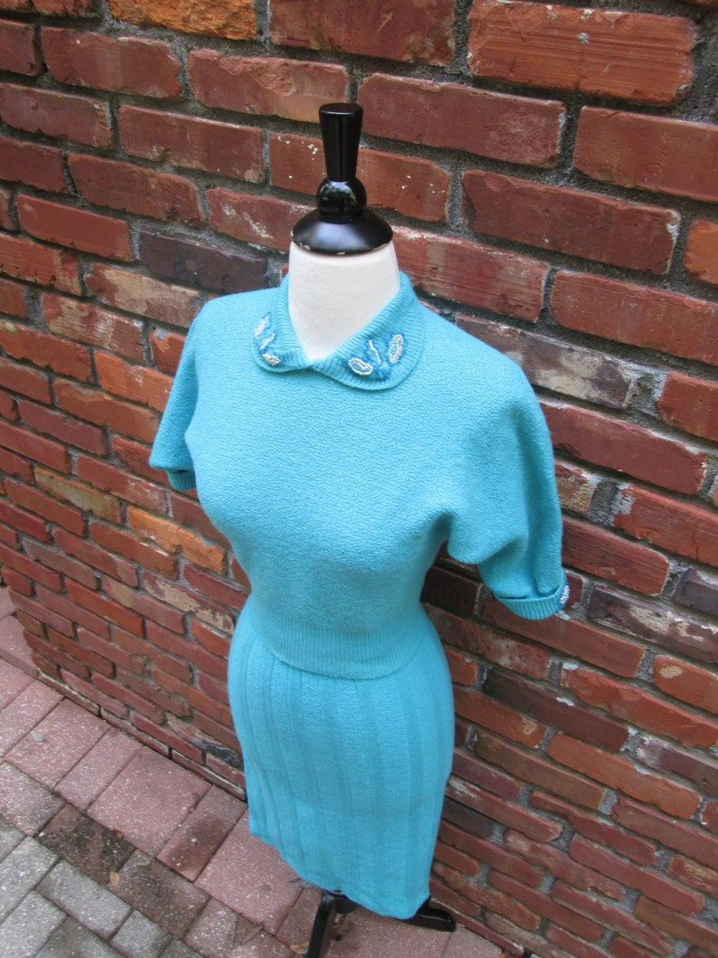 Stunning Vintage 1950s 50s Aqua Blue Boucle Wool Knit Sweater /& Skirt Set Dress wBeaded Detail Dolman Batwing Sleeves-Pinup-Bombshell-Vixen