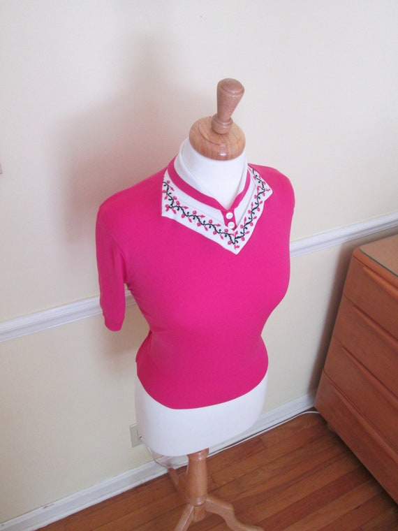 Sweater Girl Vintage 1950s 50s Fuchsia Pink Knit T
