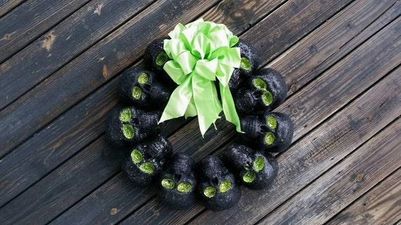Halloween Wreath, Black Skull Wreath, Glittered Black Skull Wreath, Halloween Skull Wreath, Black and Green Halloween Wreath