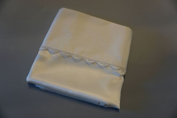 Mulberry silk pillowcases with guipure lace trim (pair)