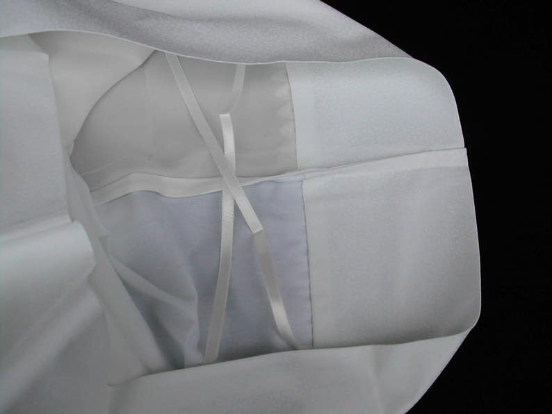 pair Silk and cotton pillowcase with lace trim