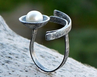 Sterling silver ring, Pearl ring, Black ring, silver ring with pearl, geometric ring, oxidized silver, statement ring, adjustable ring