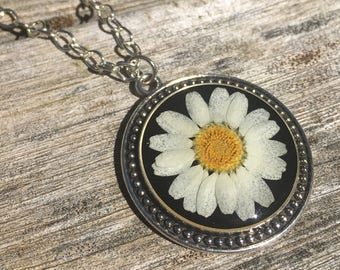 real daisy necklace, real flower jewelry for nature lover, pressed flower jewelry, pressed flower daisy pendant, unique gift for girlfriend
