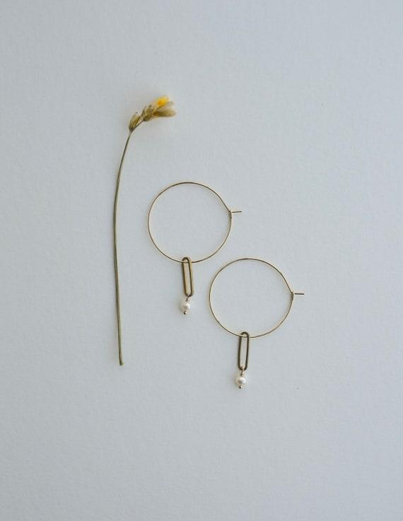 Corianna - 16K gold plated pearl hoop, light