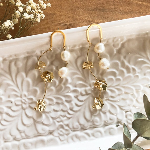 Soraya - bold gold plated post pearl earring, floral wedding