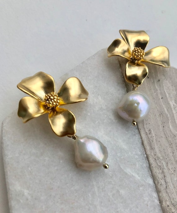 Ingrid - bold gold plated flower and baroque pearl earring