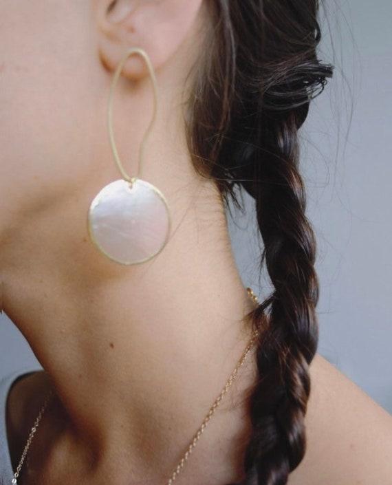 Stiora - Uneven organic hoop and shell earring - everyday elegant boho gift