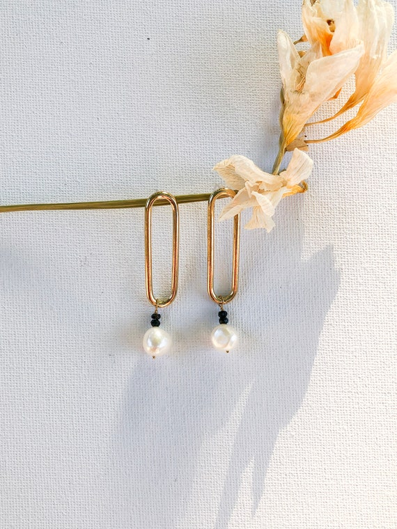 Dina - bold gold plated post pearl earring
