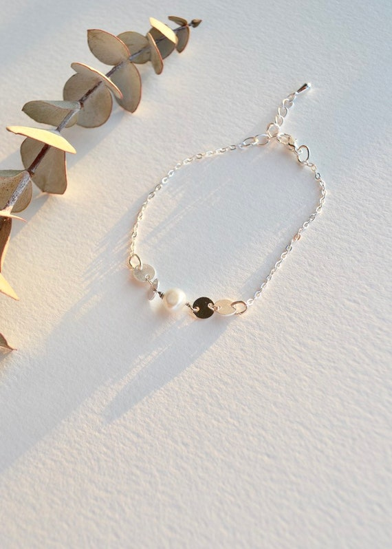 Poppy - minimalist chain and pearl bracelet. Gold or silver, wedding, gift