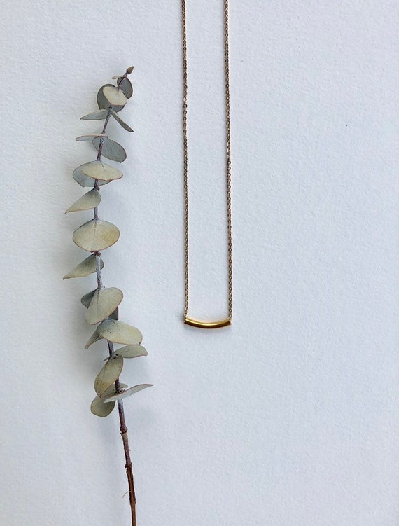 Florence - dainty, minimalist and simple gold bar neacklace