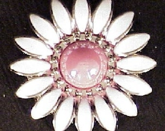 """Daisy White/Pink 3/4"""" Conchos"""