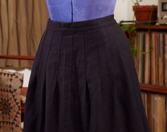 90's does the 50's black wool pleated kick skirt