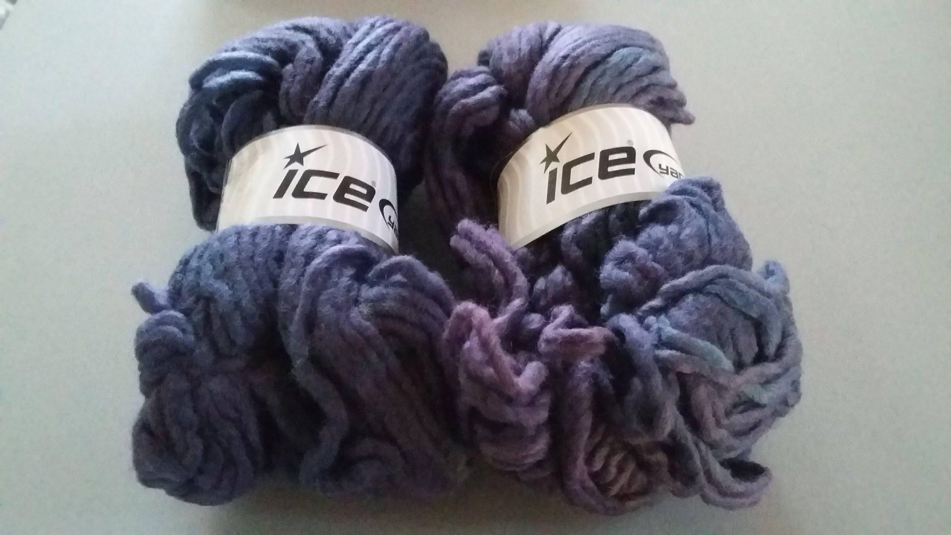 lot de 3 grosses pelotes de laine avec nuances de violet. Black Bedroom Furniture Sets. Home Design Ideas