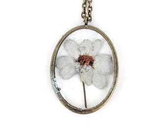 White Zinnia Resin Pendant Necklace - Real flower in open back oval bezel, Pressed Flower Jewelry - Resin Jewelry - Gift For Her