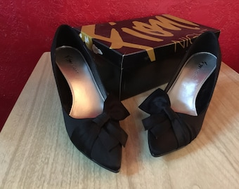 03f76161d4 Retro Black Satin Bow Heels,Shoes Size 7 by Fioni Night~Excellent Condition