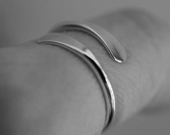 Bypass Thumb Ring, Hammered Thumb Ring, Smooth Thumb Ring, Wrap Around Ring, Statement Ring, Bypass Ring, Thick Ring, Modern, Simple, Gift