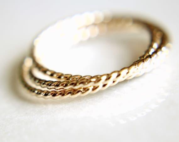 Gold Interlocking Ring,Thumb Ring,Rope Band, Gold Thumb Ring, Textured Ring, Rolling Ring,Stacking Ring, Minimalist Ring, Unique Ring, Rings