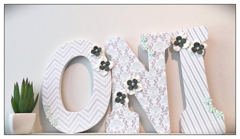 Mint und grau Kinderzimmer. Mint und grau. Holz-Kindergarten-Buchstaben.  Mint. Chevron. Damast. Mädchen-Kinderzimmer-Buchstaben. Jahrgang. Wand ...
