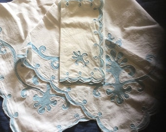Vintage Linen Tablecloth with Napkins