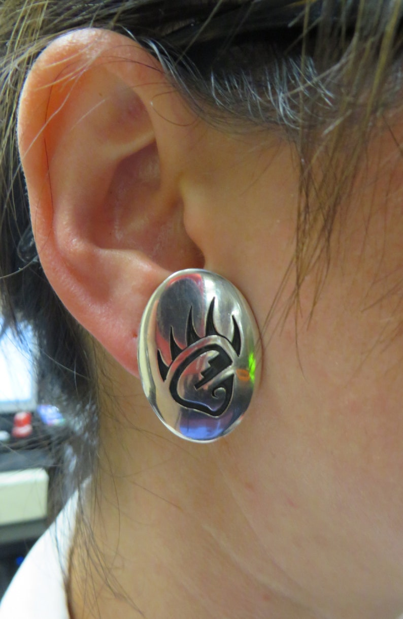 Vintage Hopi Antoinette Qumawunu Sterling Silver Clip On Earrings Bear Paw Gift