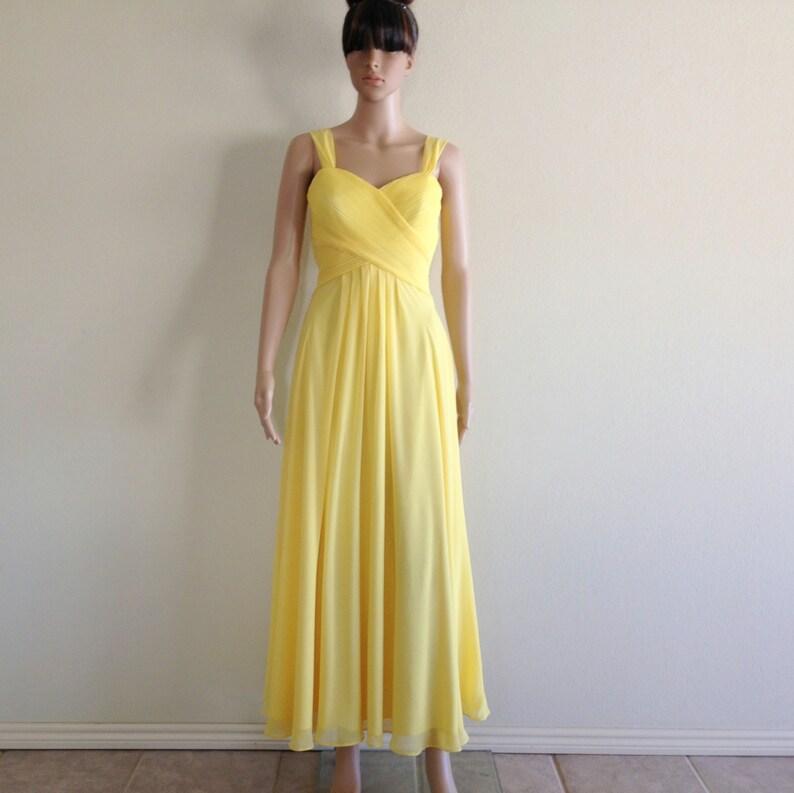 d14d436f443 Robe de bal jaune. Robe longue jaune. Long de demoiselle
